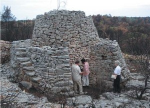 Nezapaljena vapnenica kod Gornjega Sela, obitelj Blašković (Foto: Vidoslav Bagur)